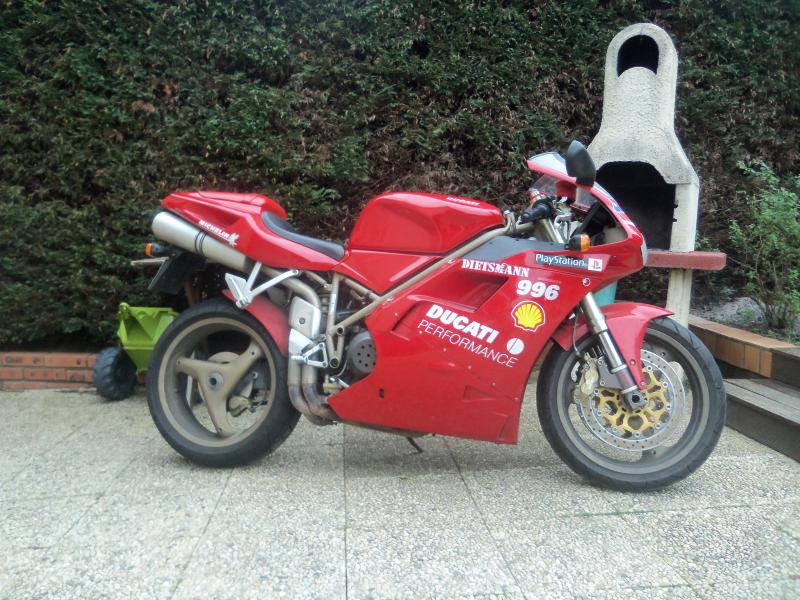 photo de DUCATI 996 996 occasion de couleur  en vente �  Angers