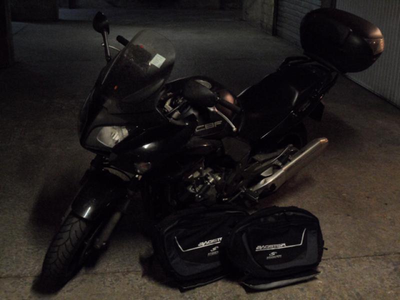 annonce moto honda 1000 abs roadster de 2006 marseille n 1340331. Black Bedroom Furniture Sets. Home Design Ideas